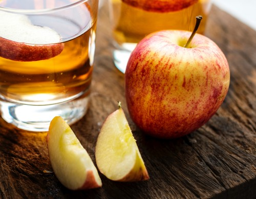 Apple-Juice-beverage-closeup-photo-of-apples-on-wooden-surface.jpg