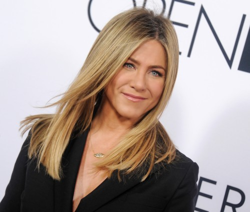 Jennifer-Aniston-at-The-Mothers-Day-Premiere-In-Hollywood.jpg