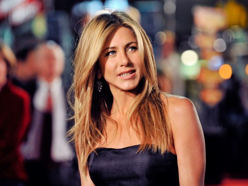 Jennifer-Aniston-at-the-Los-Angeles-Premiere-of-Marley--Me-on-December-11-2008.jpg
