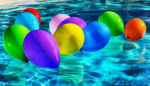 Blue-Yellow-Green-Red-and-purple-Balloons-abstract-art-on-water-in-Swimming-Pool.jpg