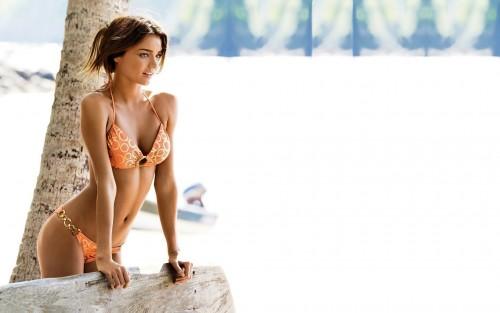 Miranda-Kerr-Female-Model-in-Bikini-at-the-Beach.jpg