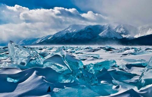 Frozen-Lake-Baikal-in-Russia.jpg